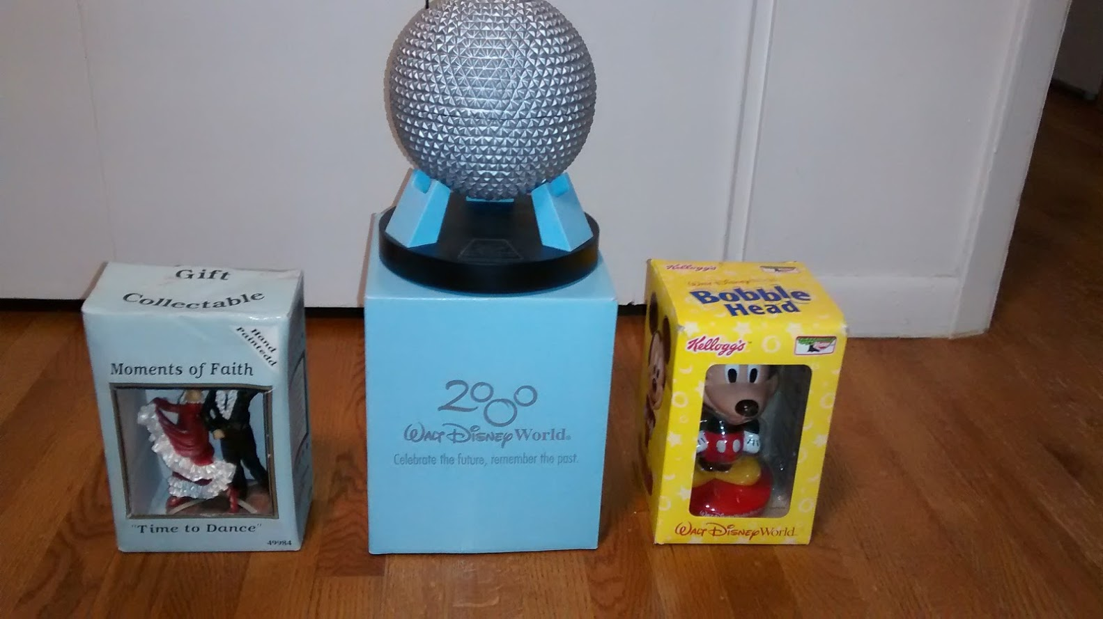 Disney Epcot (2000) + Kellog's Mickey Bobble Head (2002) + Dance